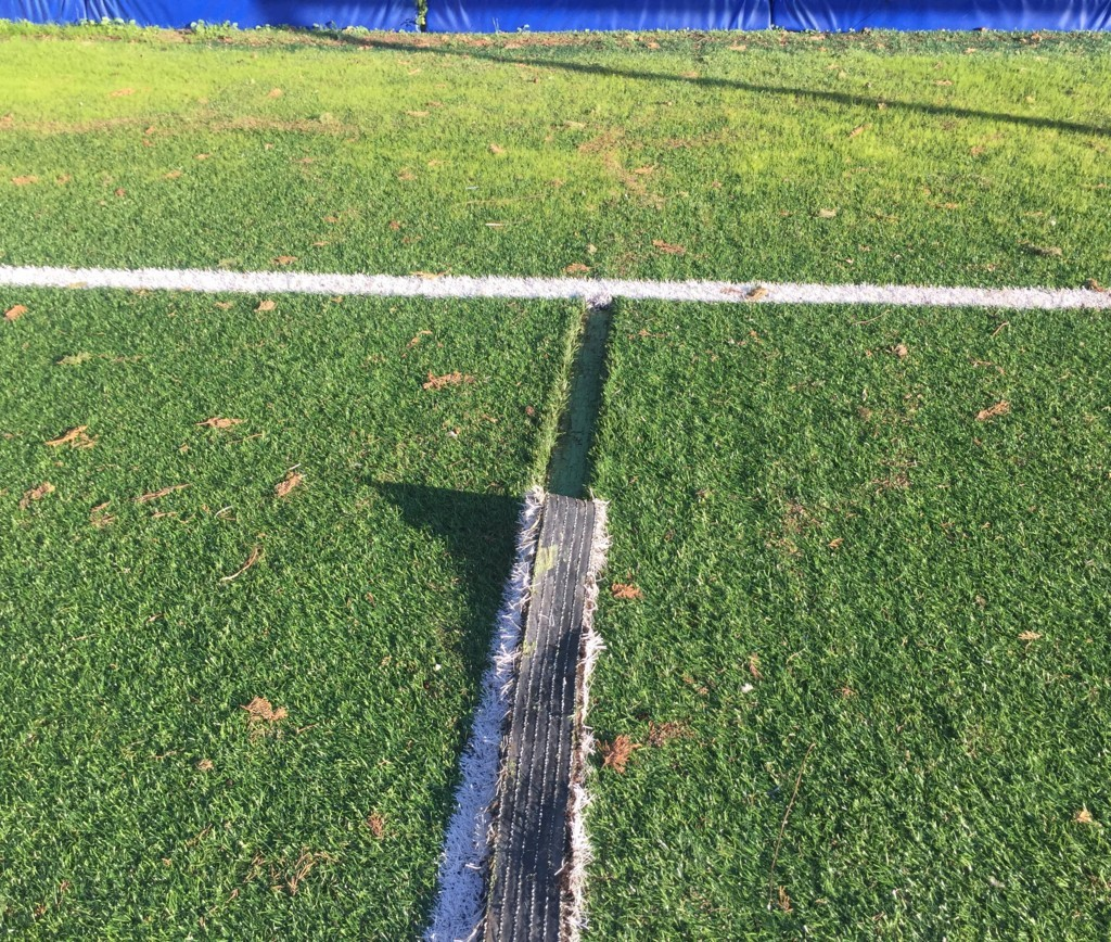 manutenzione tracciature campo in erba sintetica